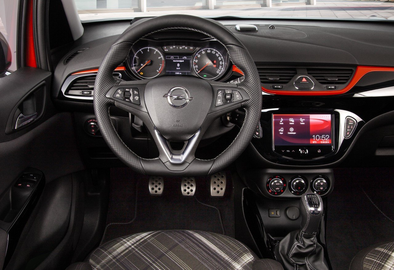 Opel Corsa - Changing Lanes