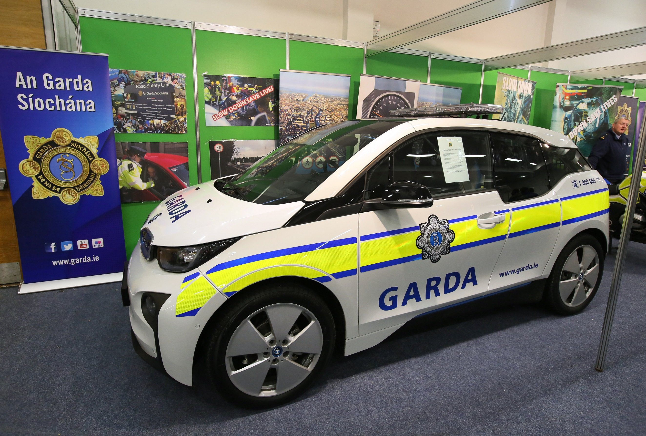 An Garda S 237 Och 225 Na Receive Bmw I3 For Electric Vehicle Pilot Changing Lanes