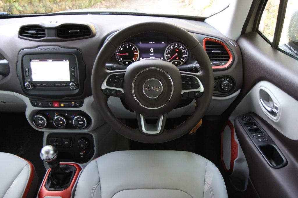The interior of the 2018 Jeep Renegade