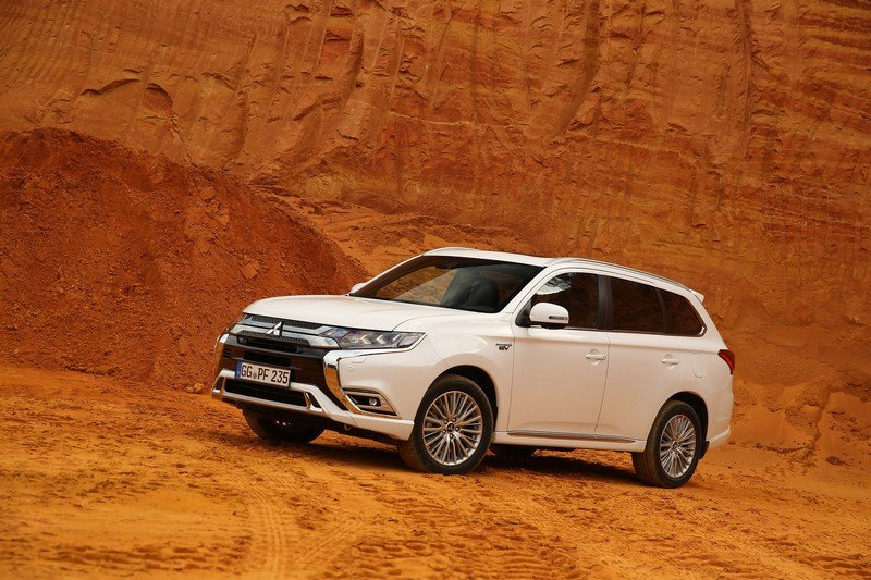 Updated Mitsubishi Outlander PHEV On Sale In October - Changing Lanes