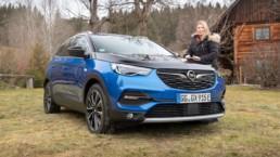 Caroline and the new Opel Grandland X Hybrid4!