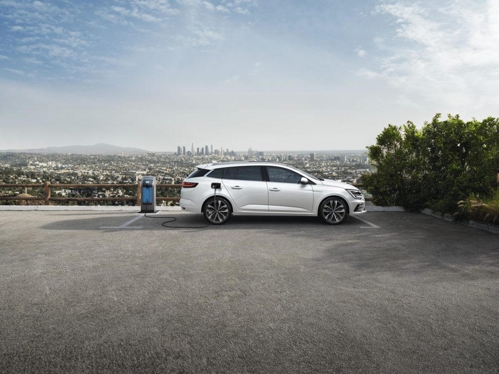 Now you can plug-in your Mégane for the first time!