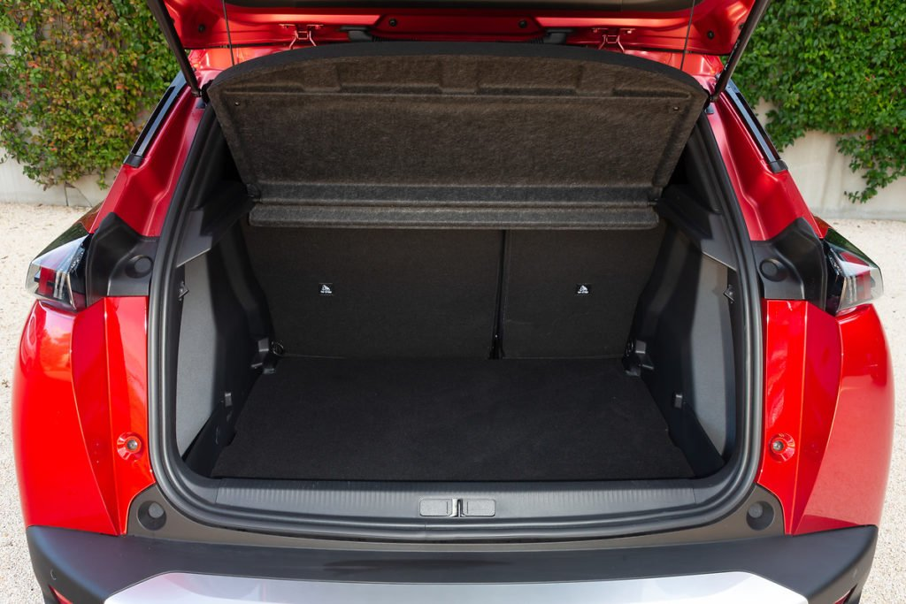 Boot space inside the Peugeot e-2008