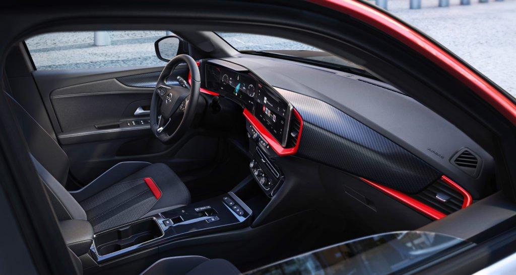 The interior of the 2021 Opel Mokka SRi