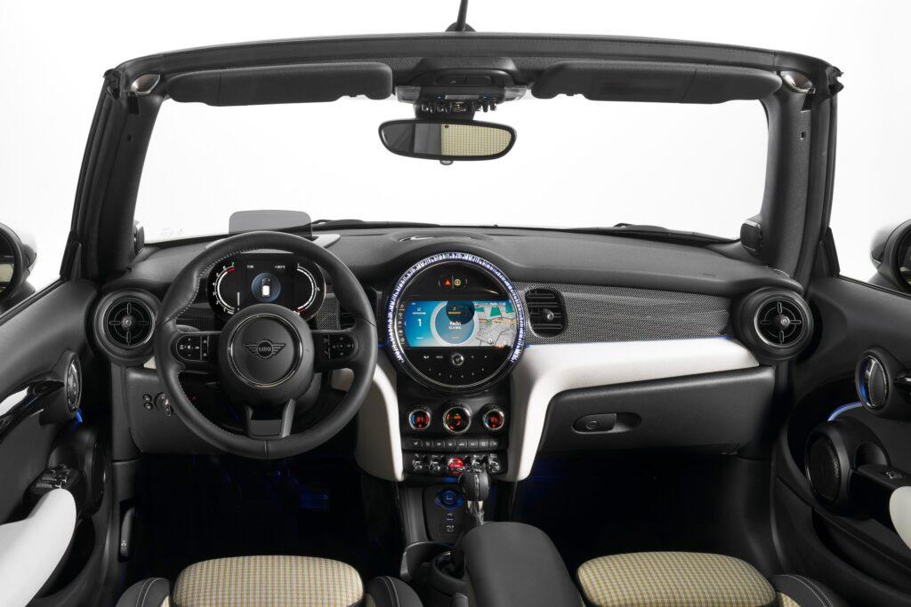 The interior of the MINI Convertible