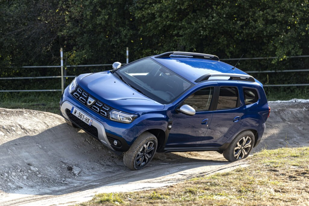 The Duster 4x4 off-road showing all the other SUVs how it's done!