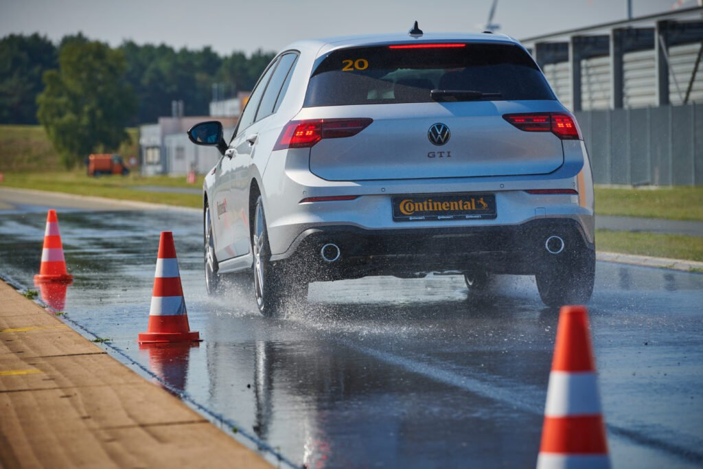 Wet braking test at the Contidrom